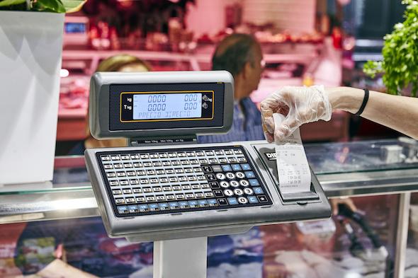 dibal-balanzas-comerciales-con-impresora-de-tickets-y-o-etiquetas-y-display-de-segmentos-o-grafico-instalacion-balanza-m-520-formato-doble-cuerpo-en-carniceria-1194094-FGR