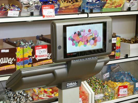 dibal-balanzas-comerciales-de-altas-prestaciones-con-posibilidad-de-2-tfts-color-de-7-instalacion-balanza-dibal-s-540-formato-doble-cuerpo-con-display-color-en-tienda-de-chucherias-1193684-FGR