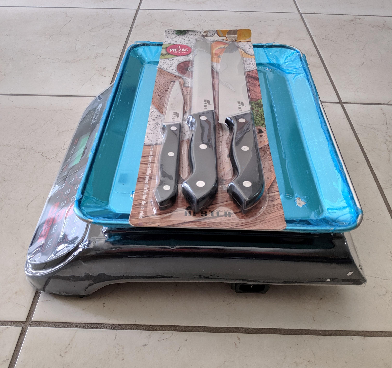 lado derecho hester con cuchillo recortado